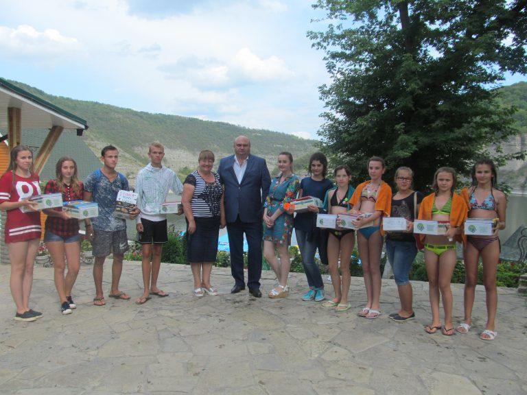 Діти з Луганщини проводять канікули на Хмельниччині - фото 1