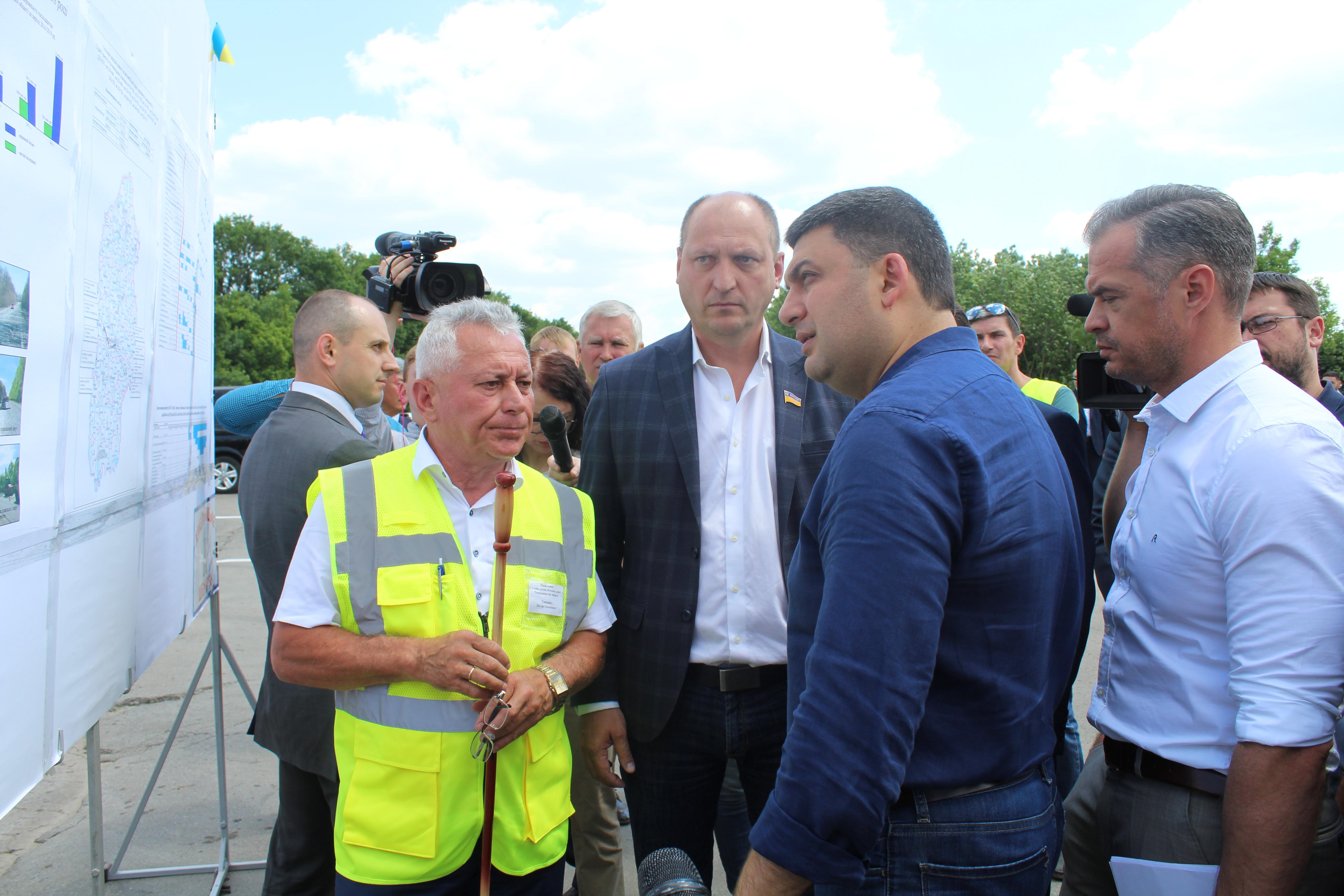Глава Уряду ознайомився з ходом ремонту ділянки траси М-12