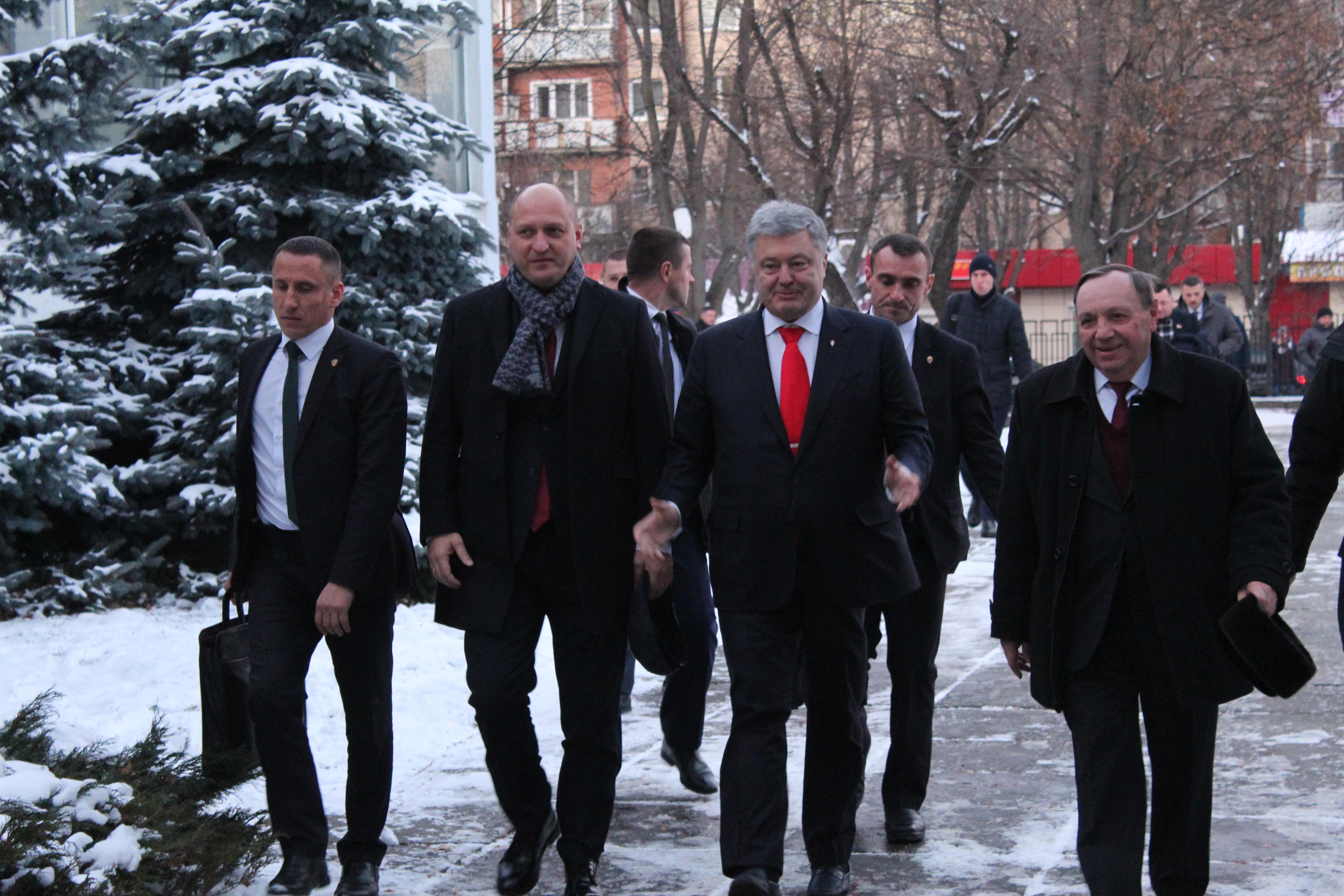 Президент студентам на Хмельниччині: Не бійтеся змагатися і перемагати. Україна розраховує на ваші знання і на готовність служити країні